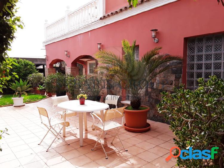 Villa mediterranea de diseño en zona montgo, denia