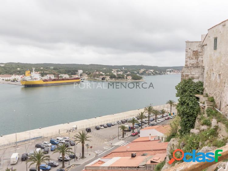 Magnífico piso en pleno centro de mahón con espectaculares vistas sabre el puerto
