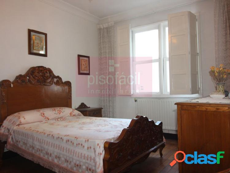 Tres dormitorios al principio de 'av coruña'.