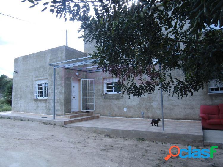 Casa agrícola con terreno en partida quintanes