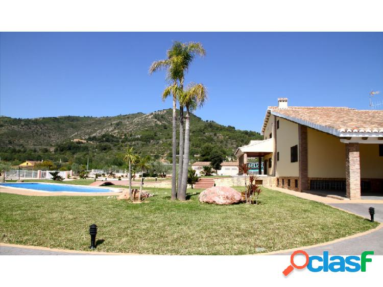 Borriol. zona benifaet. chalet de 450m2 sobre una parcela de 11.500m2. villa de solo 7 años con calidades alta gama. 5 dormitorios, 4 baños.