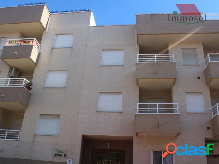 Apartamento con solárium y piscina comunitaria