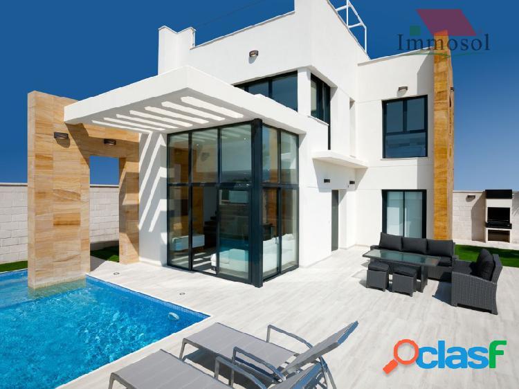Villas de diseño con piscina privada e impresionantes vistas al mar en cabo roig