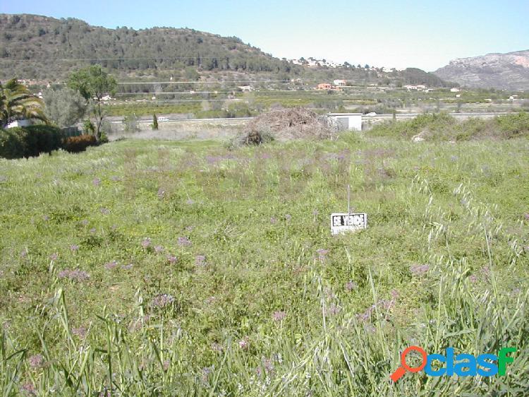 Terreno rústico de 1.834 m2 en buena zona, cercana al pueblo, soleado. terreno llano y calle asfaltada