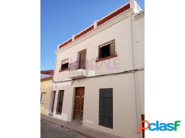 Casa de pueblo en el casco histórico de denia para reformar.