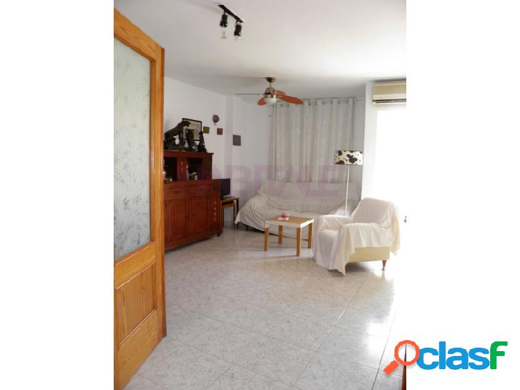Acogedor piso de 3 habitaciones en venta y a tan solo un paso del puerto y del paseo saladar.