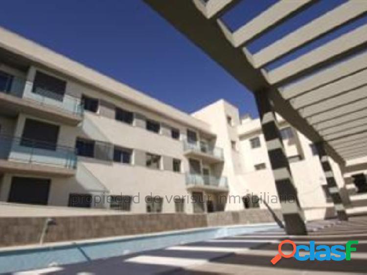 Precioso apartamento de dos habitaciones en residencial con piscina