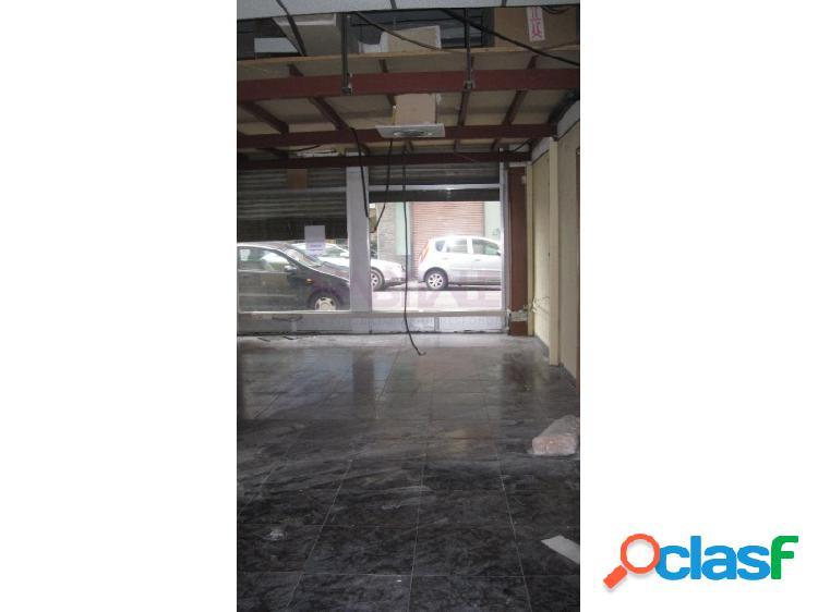 local comercial, zona de Las Fuentes, a dos calles Maestro Mingote y Dr Iranzo 102 m2 útiles, servicios.