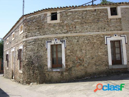 Casa rural 25.000.-€ + subrogación hipoteca 380.-€ mes (villuercas-ibores-jara)
