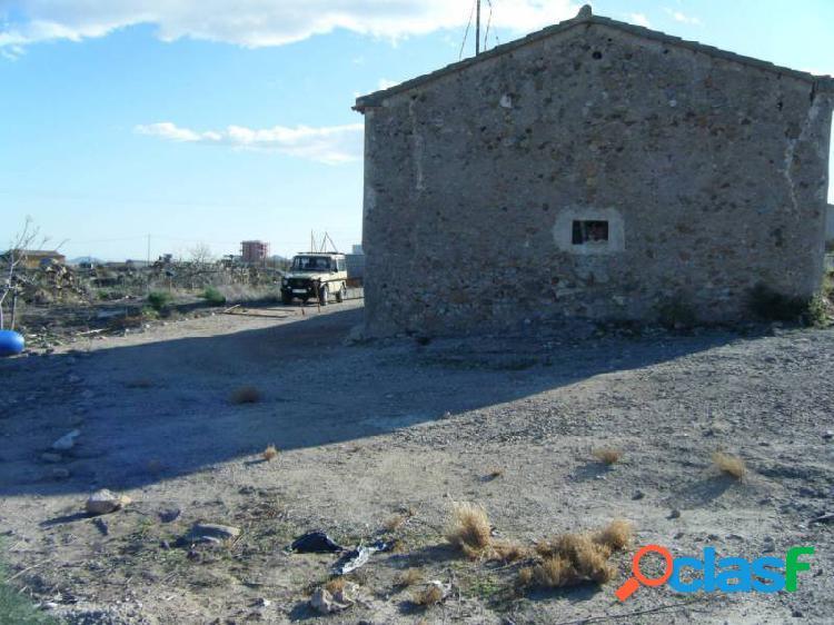 Finca rustica con vivenda en ruinas