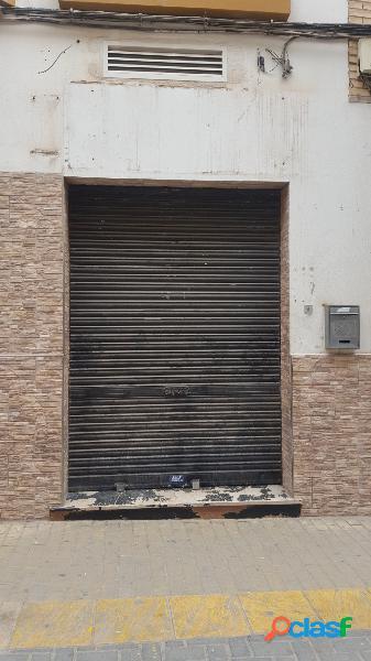 Local comercial a la venta de 58 m2 en calle narciso yepes de lorca.