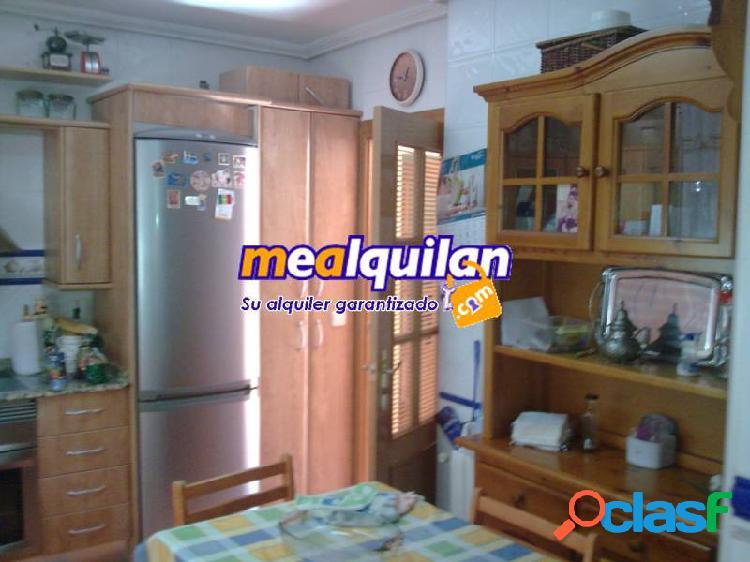 Alquiler chalet en la Alcayna, cuatro dormitorios, dos baños, un aseo, aire acondicionado y calefac 2
