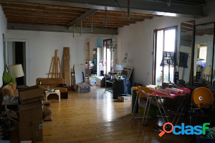Amplio piso para reformar
