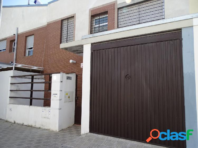 Adosada 3 habitaciones, garaje y patio