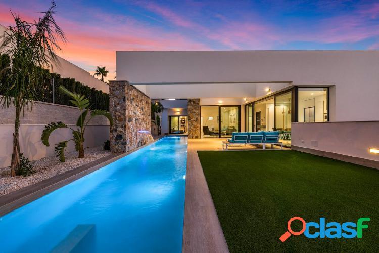 Villa de lujo con sotano, piscina y jacuzzi