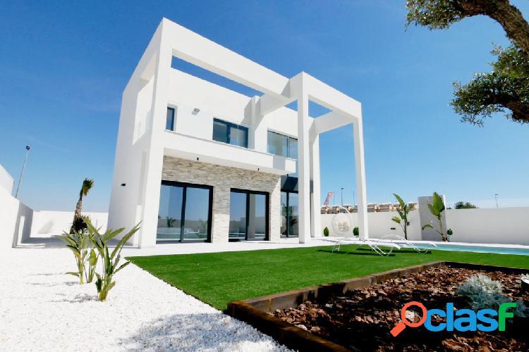Villa de lujo de 4 dormitorios, piscina y parcela de 523 m2 en la marina