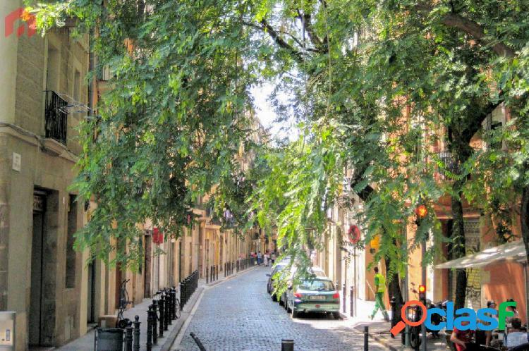 Local con posibilidad de vivienda en el casc antic de barcelona.