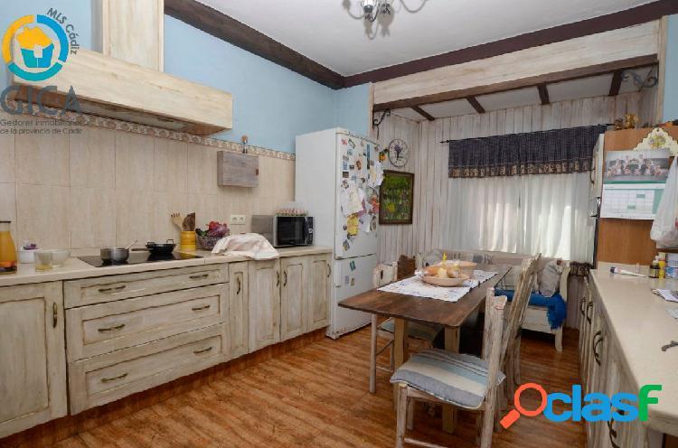 Bajada de Precio !! Vivir en el barrio con mas solera de Algeciras en 255 m2 de Casa