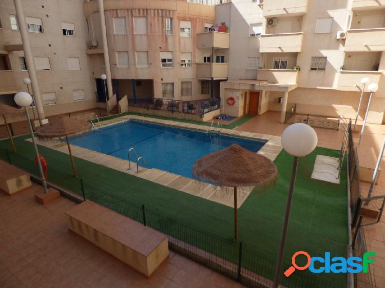 Acogedor piso de dos dormitorios en la urbanización