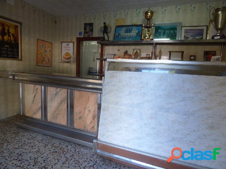 CASA SOBRE LOCAL DE 160 M (ACTUAL PANADERÍA) 1
