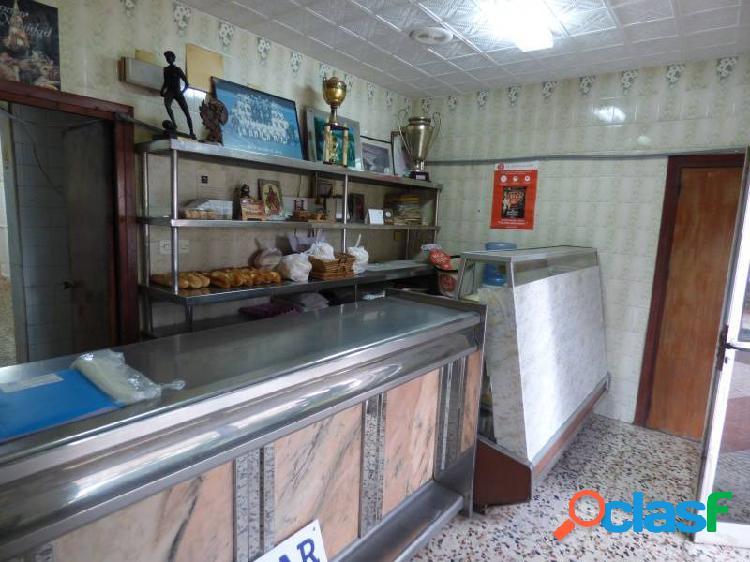 CASA SOBRE LOCAL DE 160 M (ACTUAL PANADERÍA) 2
