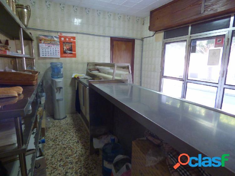 CASA SOBRE LOCAL DE 160 M (ACTUAL PANADERÍA) 3
