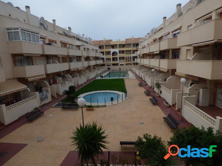Amplio piso de tres dormitorios en la urbanizacion