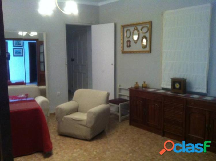 """Casa """"centro"""", 245 m2. construidos, con patio, amplia fachada, 4 dormitorios, 2 baños"""