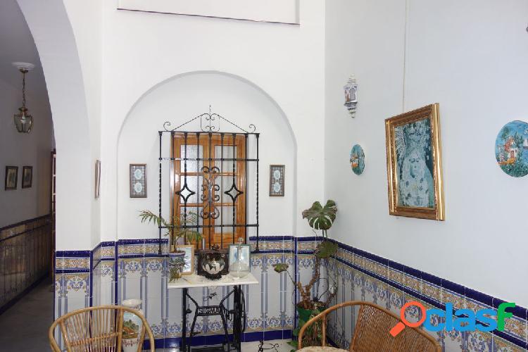 """Casa nueva, 224 m2., 5 dormitorios, 2 patios """"muy buena zona"""""""