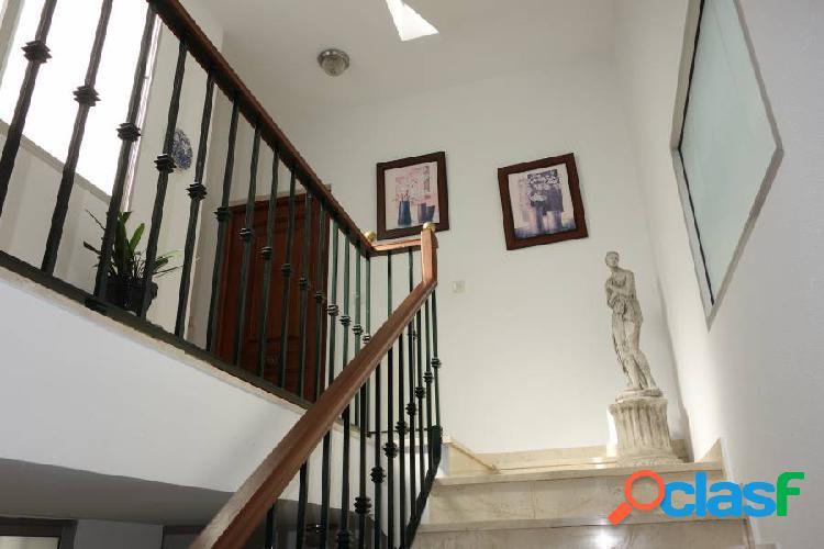 """Piso """"centro"""", 110 m2. 3 dormitorios, 2 baños, cocina amueblada, salon amplio, trastero"""