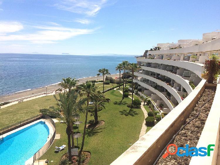 Exclusivo ático duplex con piscina en primera linea en Los Granados Playa de Estepona 1