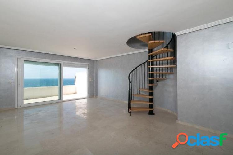 Exclusivo ático duplex con piscina en primera linea en Los Granados Playa de Estepona 3