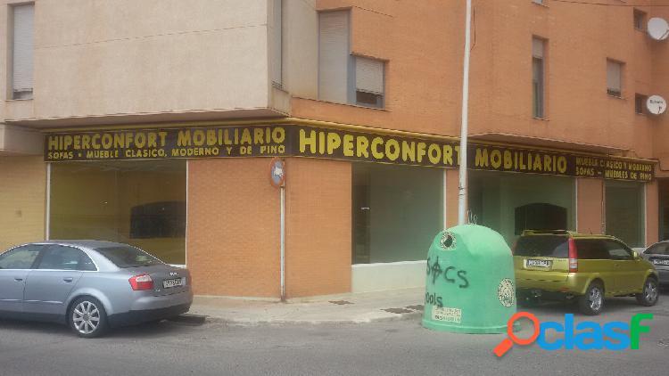 Local comercial en Onda zona Pueblo, 440 m. de superficie, 2 aseos, propiedad en buen estado.