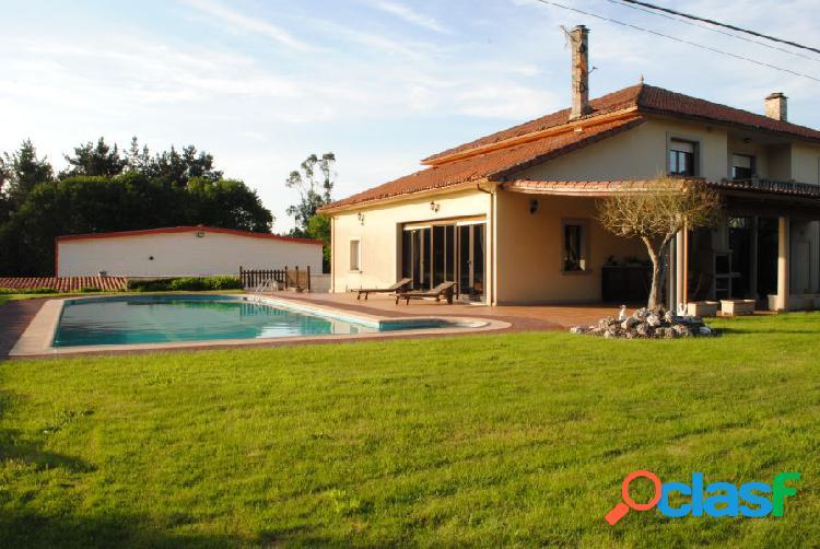 Casa con terreno y piscina a pocos kilometros de santiago.