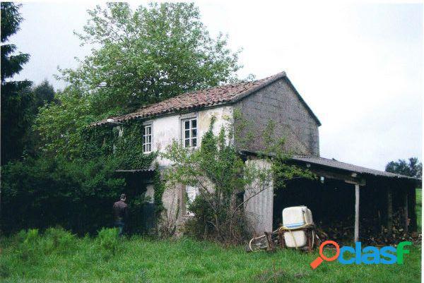 Casa de piedra con terreno de 5.602 m2 para rehabilitar en trazo