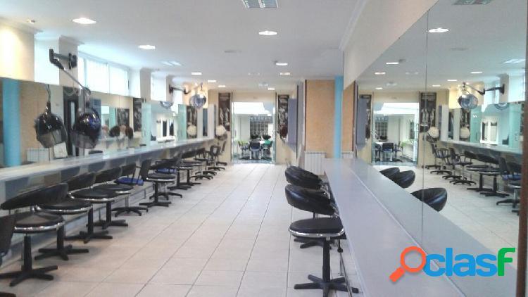 Local comercial acondicionado como academia de peluqueria
