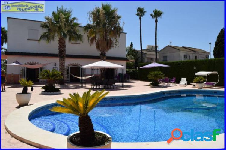 Se vende chalet con piscina privada en santomera, parcela de 3.000 m2.