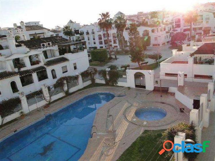 Piso reformado con cuatro piscinas comunitarias, en magnifica urbanizacion, al lado de la playa!!!