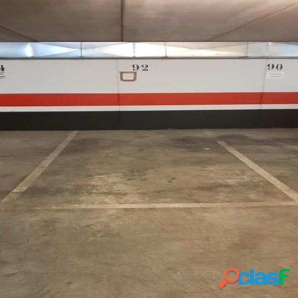 Cómoda plaza de garaje en derramador www.euroloix.com