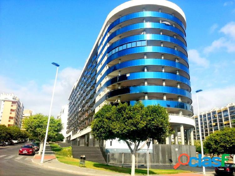 Ático-dúplex en 1 línea playa con terraza-solarium 30 m2 y plaza de parkuing privada.