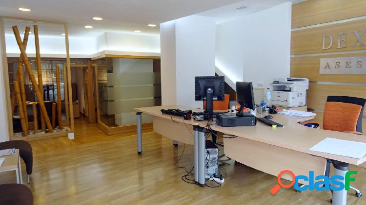 Amplio local comercial 180m2, actualmente funciona como oficina, reformado totalmente en centro