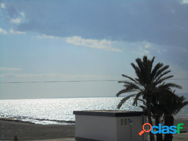 Primera linea de playa- vistas al mar - parking.- trastero - a/ac.