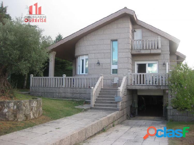 Casa semi nueva con terreno en la zona de vilar de astres