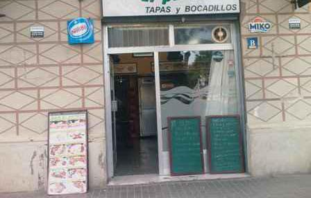 Traspaso bar con vivienda 50000e negociables.