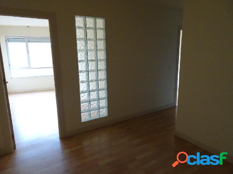 Local en entresuelo de 3 habitaciones 450€torrelavega. zona centro