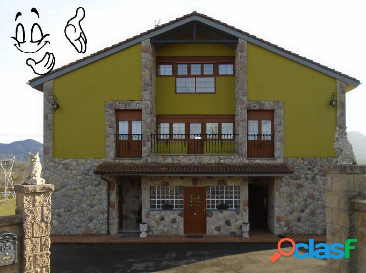 Casa muy amplia,con vistas panorámicas y muy accesible.