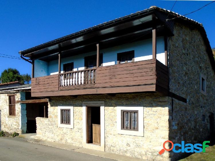 Casa asturiana de piedra con 35.000 metros de terreno