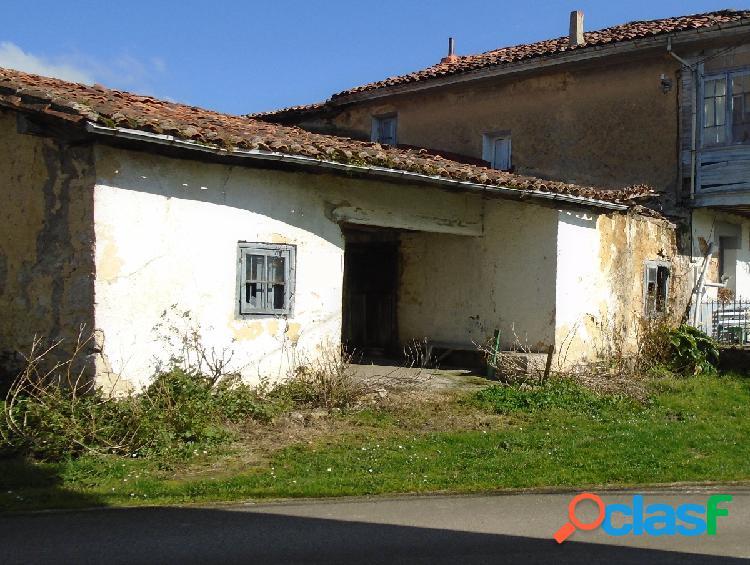 Casa con cuadra y tenada para restauración completa
