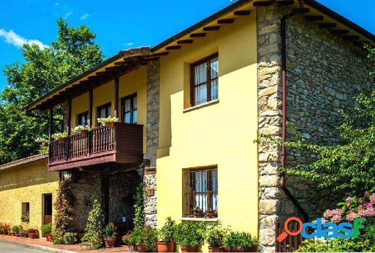 Gran casa de piedra restaurada