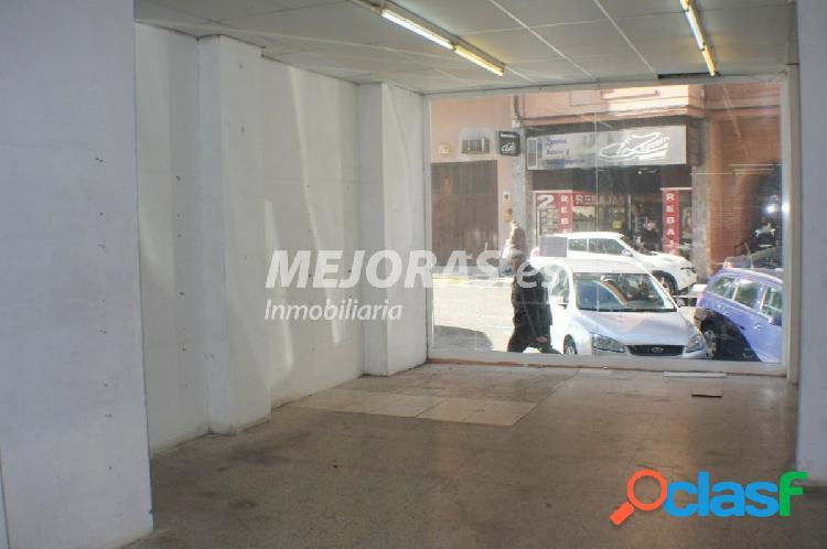Local de 406 m2 para reformar con terraza en zona comercial